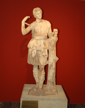 La statua di Artemide.